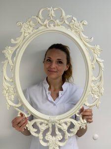 Ronja van der Schalk, tandartsassistente
